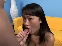 Blowjob für Kris Slater durch Asiatin Evelyn Lin